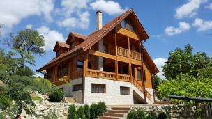 Wooden Log House Slavovi 01.jpg